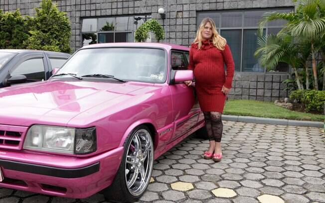 Hello Kitty é o apelido do Opala modificado por Maria Aparecida, a Loira do Opala