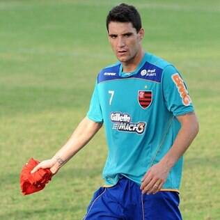Thiago Neves treina no Ninho do Urubu