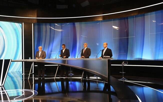 Candidatos se posicionam pouco antes do debate da TV Record