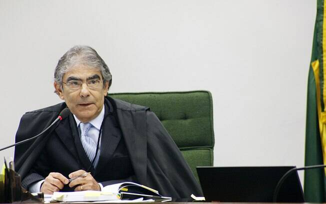 Ministro Ayres Britto assume comando do STF