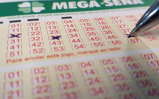 To compete for the Mega-Sena prize, you must choose at least six numbers from the 60 available