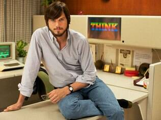 Ashton Kutcher como Steve Jobs no filme