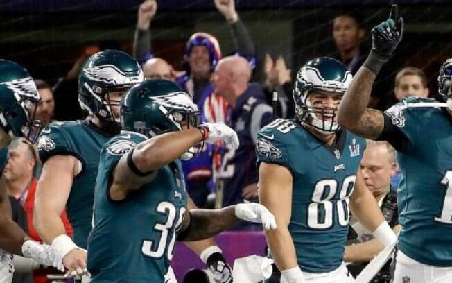 Equipe do Philadelphia Eagles comemora touchdown no Super Bowl LII