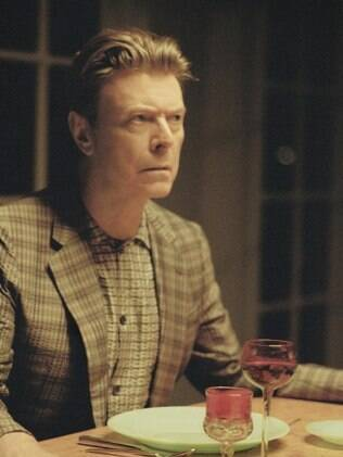 David Bowie em clipe de 'The Stars (Are Out Tonight)'