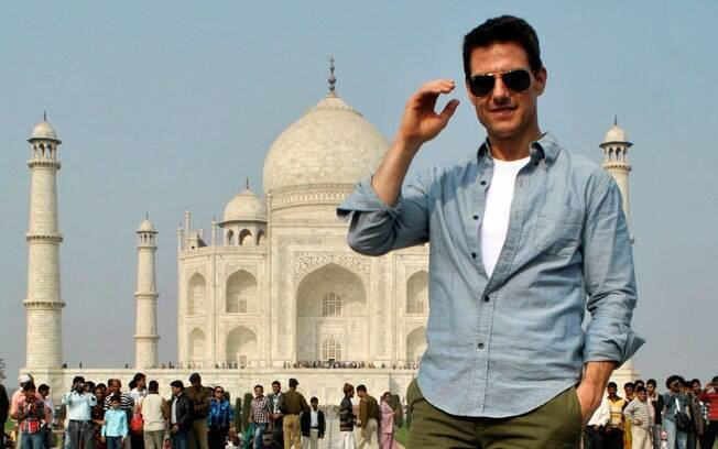 Tom Cruise em frente ao Taj Mahal, na India, no último final de semana