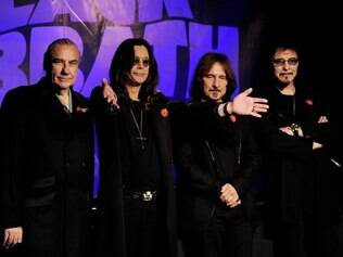 Bill Ward (esquerda) e os demais integrantes do Black Sabbath