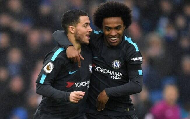 Willian e Hazard comemoram gol do Chelsea durante a última temporada