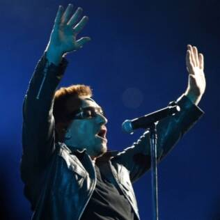 Bono, do U2: hits antigos no topo