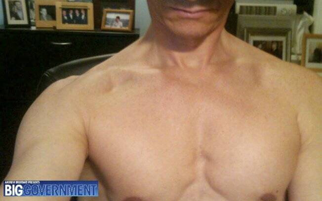 Foto sem data tirada do site BigGovernment.com supostamente mostra o deputado democrata Anthony Weiner sem camisa