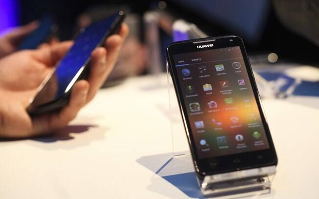 Huawei Ascend D, com chip de quatro núcleos, é exposto no Mobile World Congress