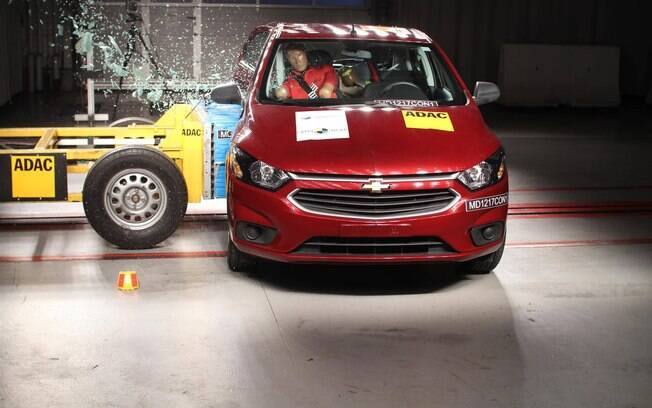 Chevrolet Onix zera no teste de colisão lateral do LatinNCAP