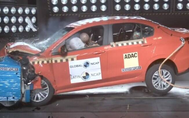 Fiat Cronos durante crash test