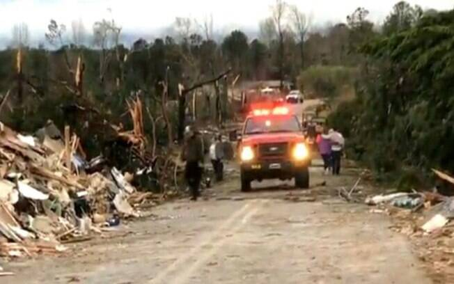 Tornados causaram destruição e mortes no Alabama, nos Estados Unidos