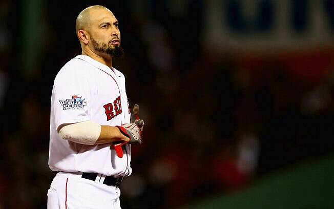 Shane Victorino, atleta do Boston Red Sox, teve a barba raspada e leiloada