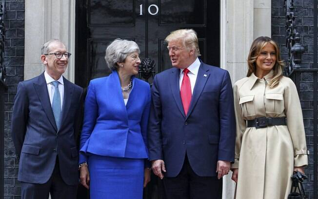 Donald Trump e Theresa May com seus cônjuges