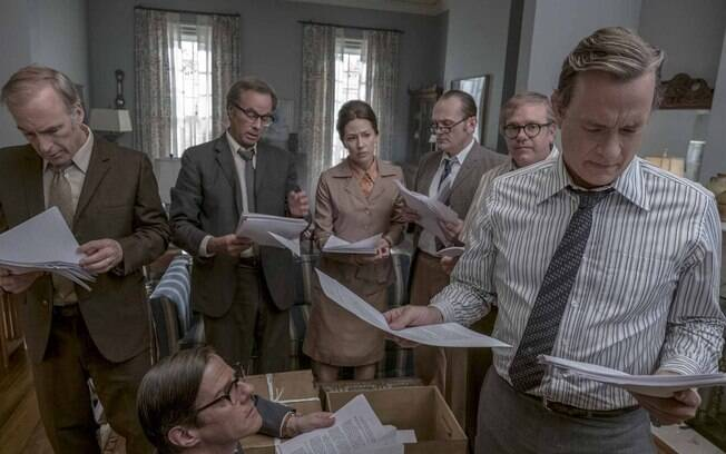 Ben Brandlee (Tom Hanks) conferindo o Pentagon Papers
