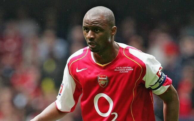 Patrick Vieira com a camisa do Arsenal