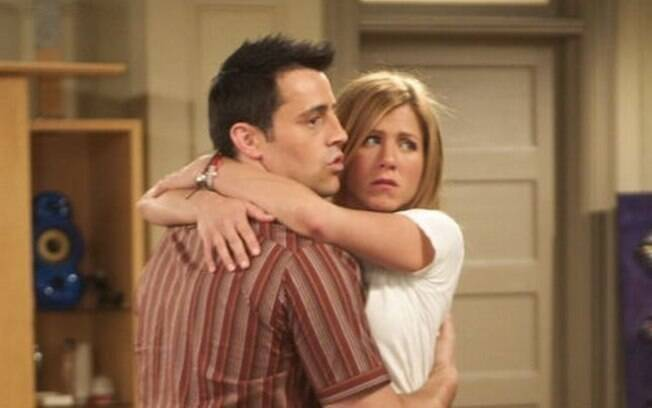 Jennifer Aniston e Matt LeBlanc juntos em cena de 'Friends'