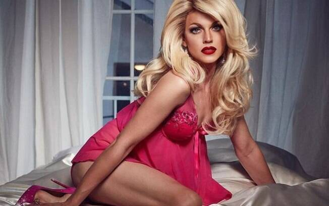Courtney Act é expert em reality-show e sensualidade