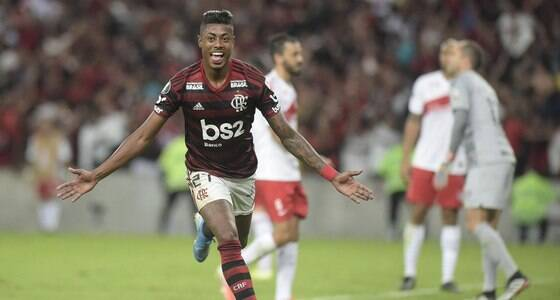 Bruno Henrique brilha e Fla sai na frente do Inter