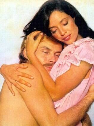 Sônia Braga as Dona Flor and José Wilker as Vadinho