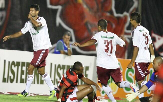 Gum comemora gol do Flu no Serra Dourada