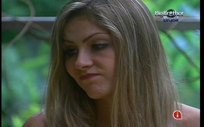 Renata diz estar solteira dentro do reality