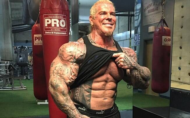 Rich Piana segue lutando pela vida