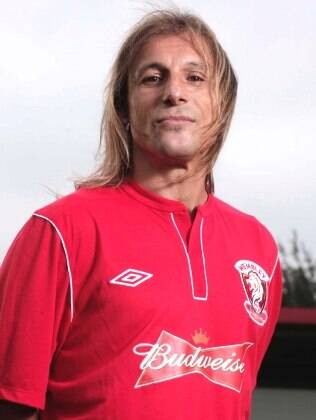 Caniggia já com a camisa do Wembley FC