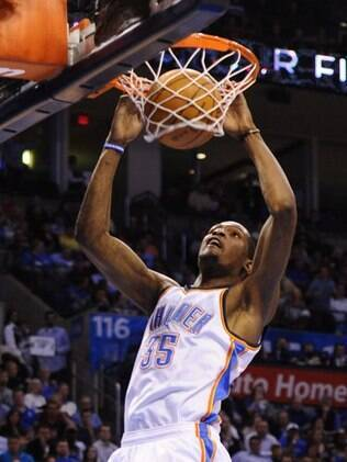 Kevin Durant voltou a se destacar diante do Dallas Mavericks