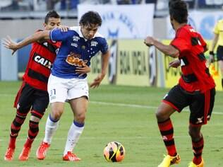 Ricardo Goulart conduz time do Cruzeiro ao ataque