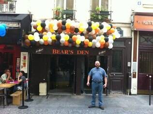 O bar de ursos, Bears'den Paris